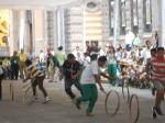 Niños y jovenes jugando el juego del aro presentado por los niños Mayas de HunKu (Un solo Dios) durante el XVIII Encunetro de Juegos Autóctonos y Deportivos realziados en la Ciudad de San Luis Potosí, 18 de Julio 2015